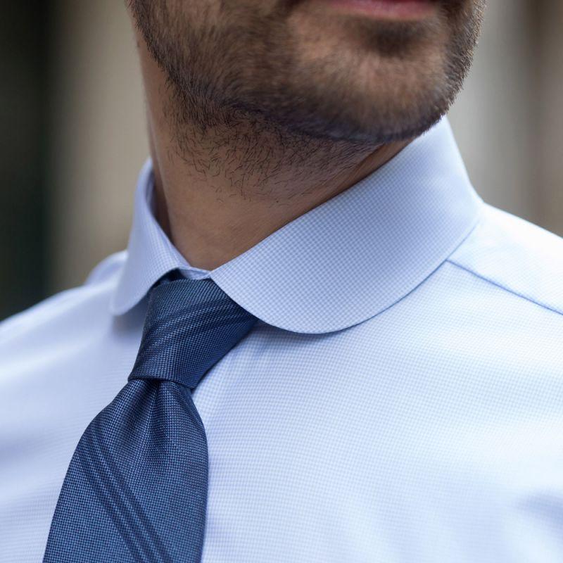 Chemise bleu ciel pied de poule col rond