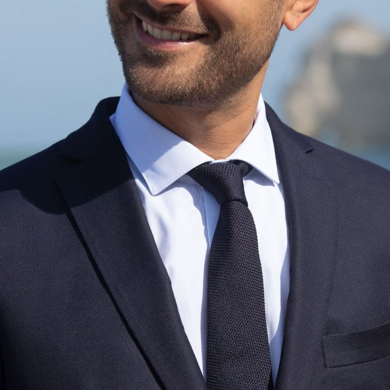Chemise mousquetaire bleu ciel à fines rayures blanches col italien