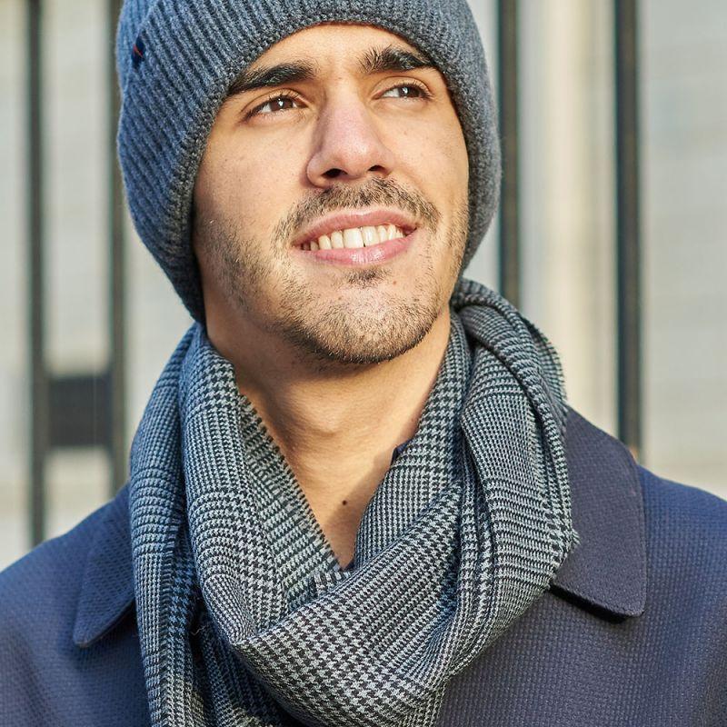Écharpe grise à motif prince-de-galles en laine fine de mérinos