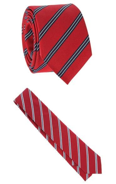 Cravates rouges à rayures bleu marine