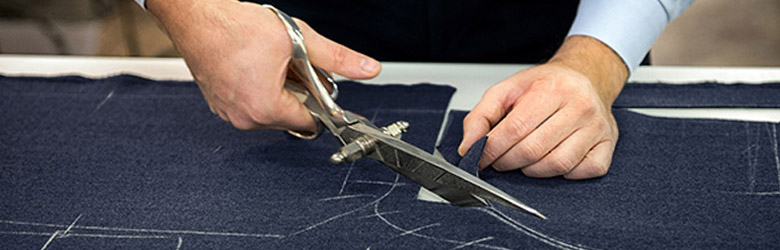 Découpe tissu costume